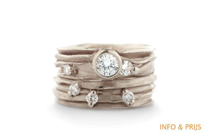 Brede gouden ring met diamanten