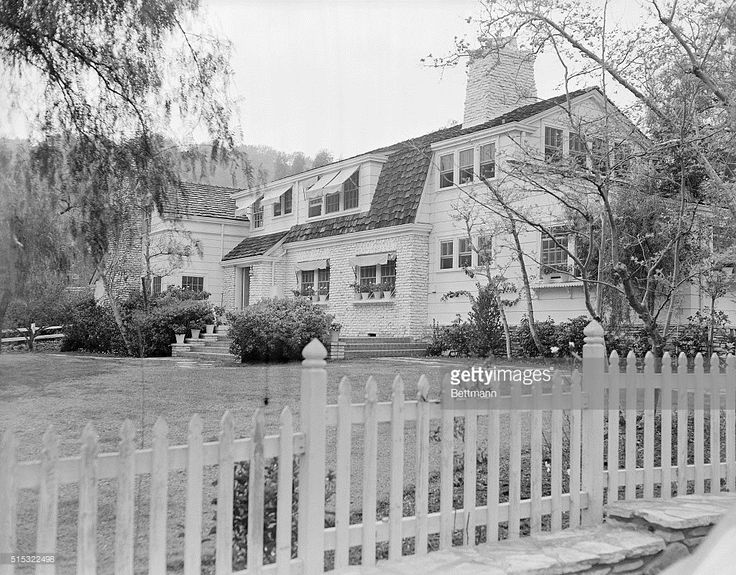 Clark Gable's ranch house located at 4525 Petit Drive (although now the address is 4543 Tara Drive) in the hills of the Encino suburb of the San Fernando Valley (March 5, 1939). After Gable's death in 1960, his heirs sold the property to subdividers who built the Clark Gable Ranch Estates in 1973 and renamed Gable's street Tara Drive. The original house is now 7,093 square feet and has been in the same family for decades.