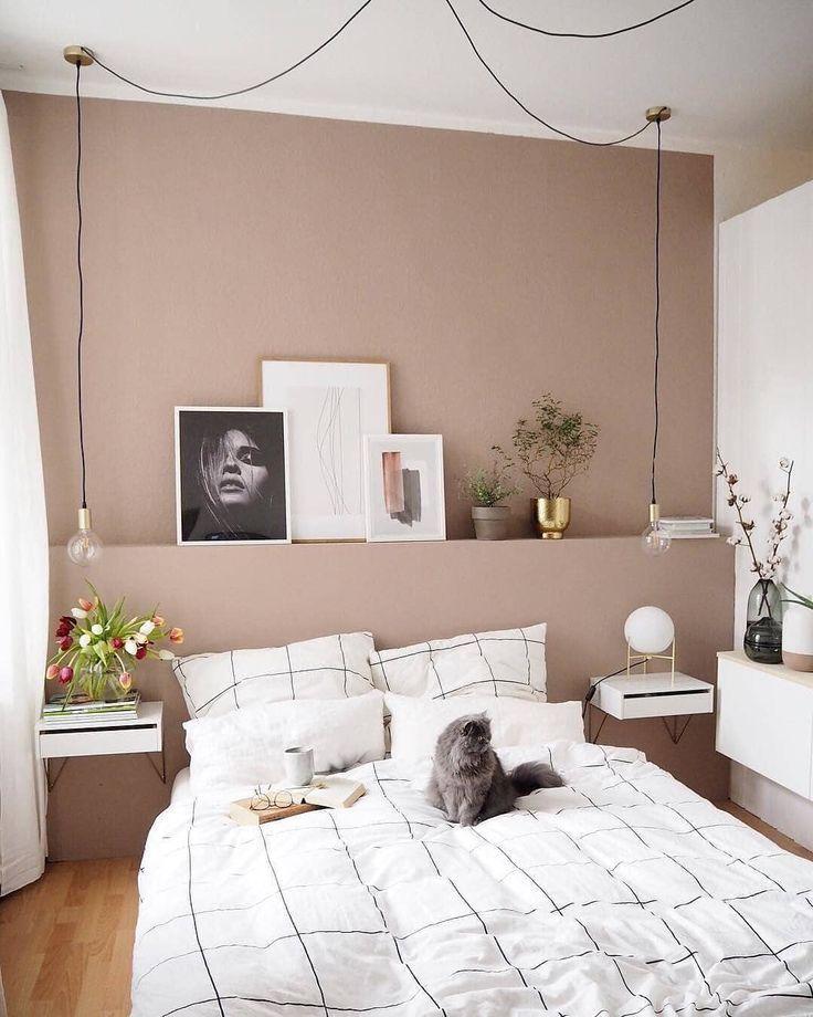 Un mur couleur taupe pour une chambre d\'inspiration ...