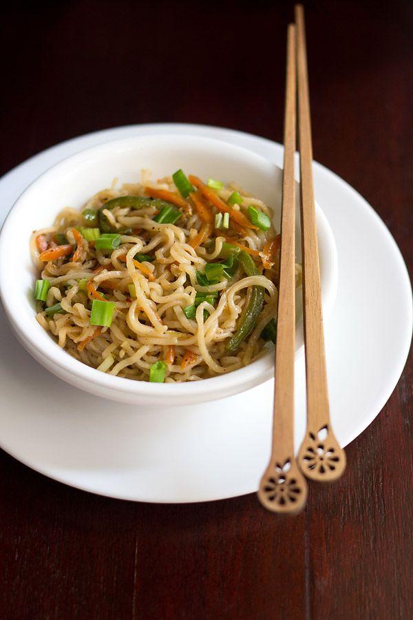 veg noodles recipe – an indo chinese stir fried preparation of noodles with vegetables.  #noodles #vegnoodles