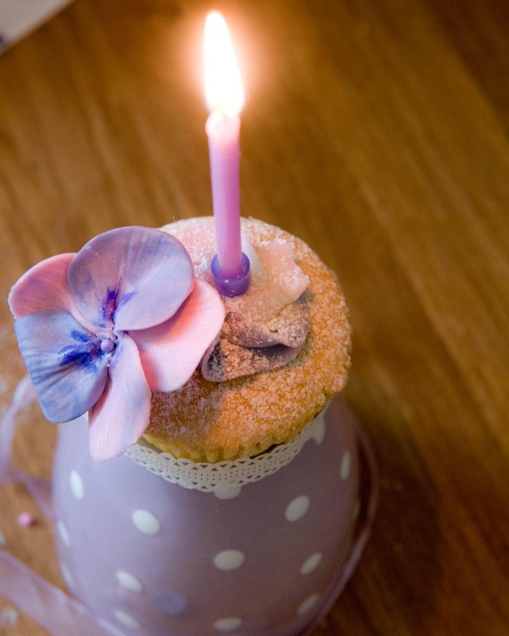 cupcake viola con candelina cake Luna