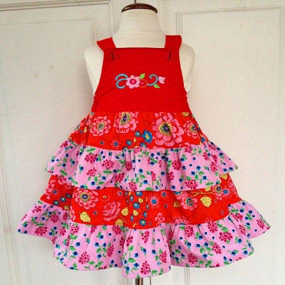 Echt een prinsessenjurk die mooi wijde valt in de maat 86 / 92  De jurk sluit met knoopjes aan de voorkant en heeft elastiek bij de oksels zodat die
