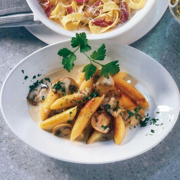 kuchenmobel von fett befreien : Schupfnudeln brauchen einfach viel Sauce. Die sahnige Pilzsauce kommt ...