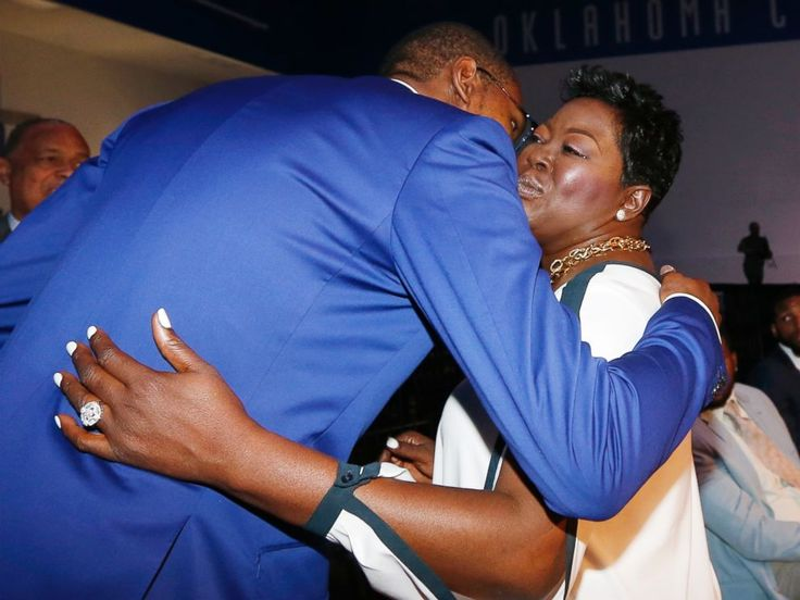 Mothers♥ PHOTO: Oklahoma City Thunders Kevin Durant, left, embraces his mother, Wanda Pratt, right, following the news conference to announce that Du...