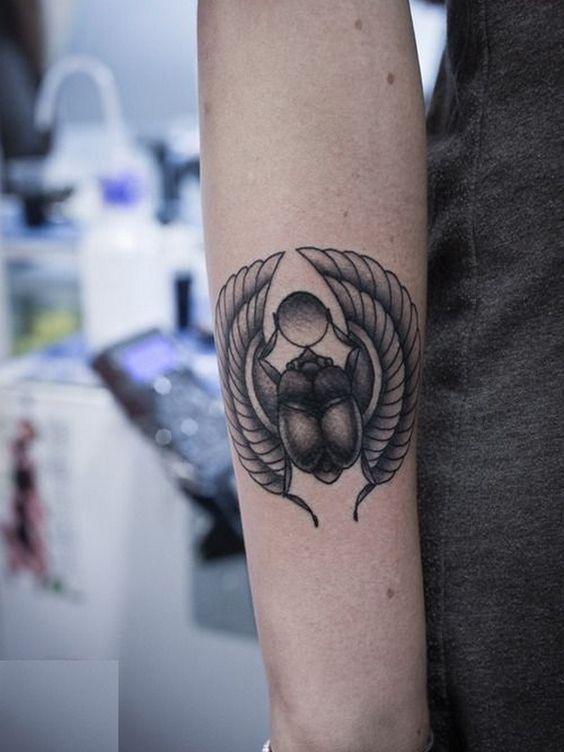 Escarabajo Un amuleto de vida y poder en esta cultura. Representa al Sol naciente y es símbolo de resurrección en la mitología egipcia; se creía que en vida éste proporcionaba protección contra el mal.