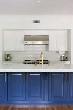 show-stopping royal blue kitchen island  Photography : Amy Bartlam Read More on SMP: http://www.stylemepretty.com/living/2016/09/16/see-how-a-party-stylist-translates-her-cool-girl-style-into-her-la-home/