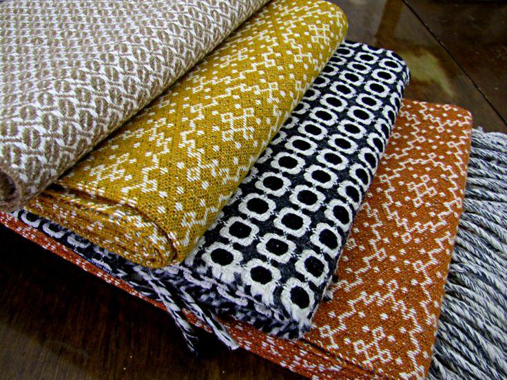 Mantas, 100% de lã, e de confecção portuguesa. À venda na Ovelha Negra.