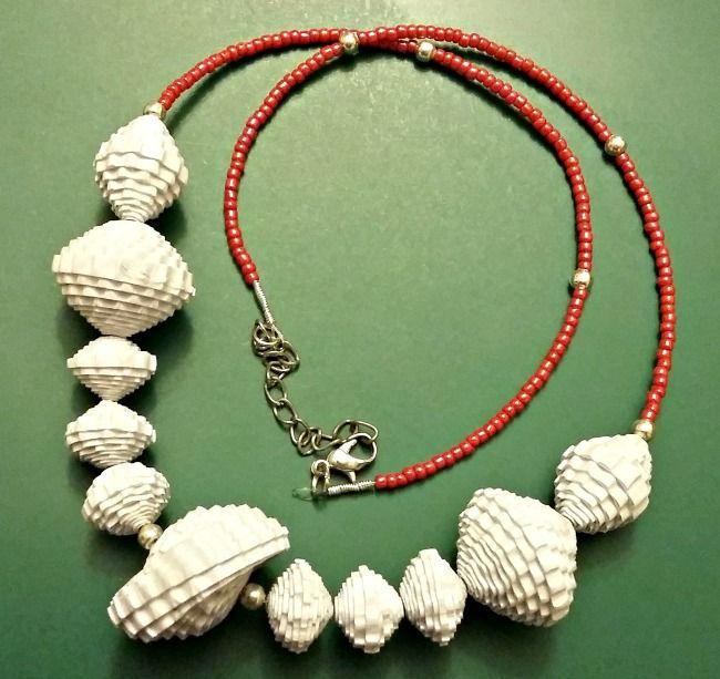 Miss Quilling ♥: Collane bianche con perle di cartone ondulato