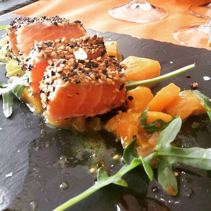 Tataki de salmón con chutney de mango #instafoodie #foodie #foodporn #tataki #salmon #delicious #yummy by pitukiya