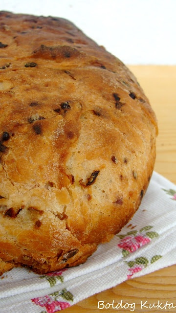 Vöröshagymás-sajtos kenyér