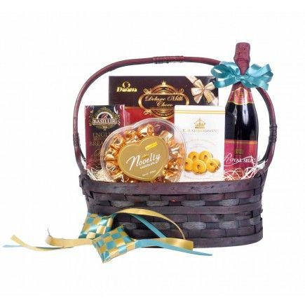 Sweet treats are the basic for any Hari Raya celebration! Presenting to you our Raya Goodies Hamper, comprising of chocolates, cookies, tea and an excellent bottle of sparkling juice. Definitely worthy of its name!  #gifthamperssingapore   #gifthamperssg   #gifthampers   #gift   #hampers   #online   #giftshop   #hariraya   #harirayapuasa   #aidilfitri   #eid2016   #eidulfitr   #eidafitr #harirayahampers   #harirayagifts