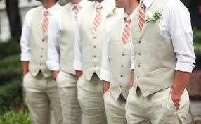Grijs pak met roodgestreepte stropdas #wedding #bruiloft #kleding