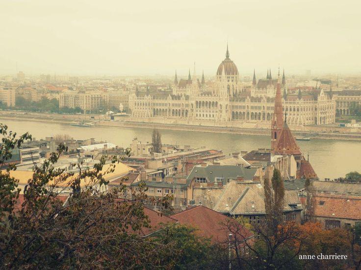 Downtown Budapest http://annecharrierevoyage.blogspot.com.es/2014/12/budapest.html
