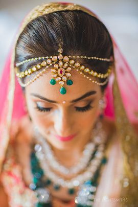 What an elegant matha patti for this brides big day!