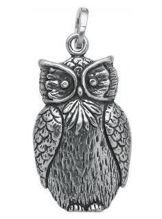 Ciondolo per collana a forma di gufo in argento firmato da Giovanni Raspini.  #animali #animals #gufo #raspini #ciondoli #charms #pendenti #simboli #portafortuna