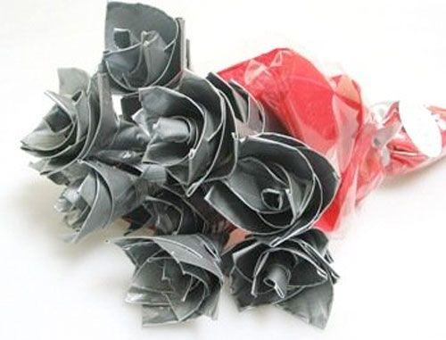 Cheap Valentine's day gifts for him 2014 - Duct tape roses - flowers ...