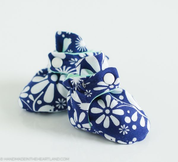 Have you ever found a baby product that you just love? These baby booties are a copy of the Zutano baby booties, the best baby shoes/socks ...