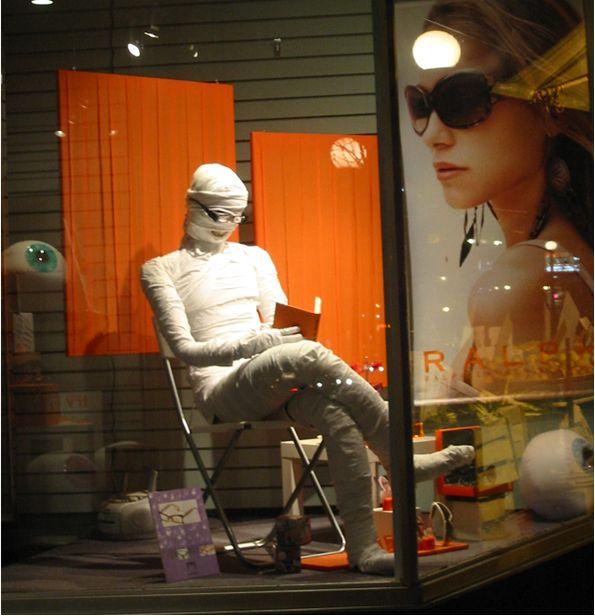 scary halloween retail window displays -