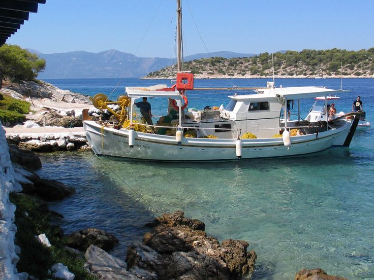 We are the independent online Agistri island Tourist Guide. On our website you will find lots images and information about this small green Saronic island. Agistri (Angistri, Agkistri, Αγκίστρι) is located 55 minutes from Piraeus the main port of Athens and only 10 minutes from Aegina island.