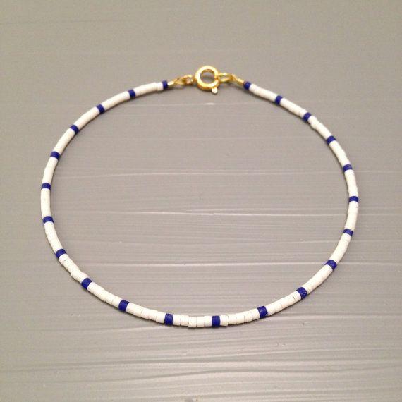 Bracelet Bracelet perlé envelopper dété perles graines Summer Bracelets Bracelet perles bijoux  Cette liste est pour un remplissage or perles Bracelet. Bracelet est fait dun perles Miyuki Delica, finis avec un or fermoirs enfumées. Or rempli le niveau suivant et est une alternative de qualité incroyable, à lor massif. Placage à lor est le plus faible niveau, ces éléments ont tendance à ternir et peut souvent tourner la peau verte. Or rempli est une véritable couche dor-pression liée à un…