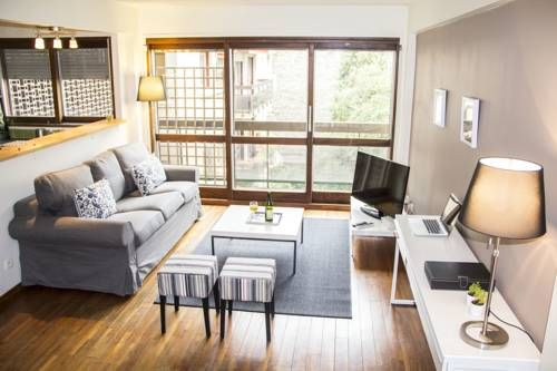 Tour Eiffel Village Saint Charles Paris Set in Paris, this apartment features a terrace. The property features views of the garden and is 1.4 km from Paris Expo - Porte de Versailles. Free WiFi is featured throughout the property.