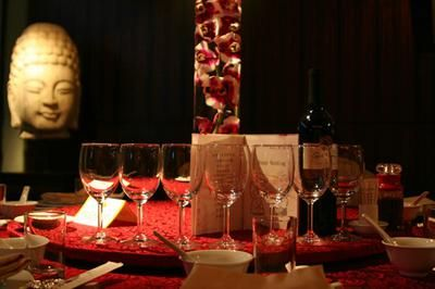 Dramatic red and black centerpiece with Orchids in a cylinder vase: Hello,   My wedding will take place 01.03.15, it is formal, black, dark red & metallic gold accent, our tables will have black table cloths & gold chivari