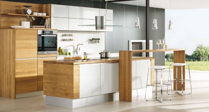 Die linee Küche von TEAM 7 lässt durch ihre ausgewogene Form- und Farbabstimmung kleine Räume ganz groß wirken.
