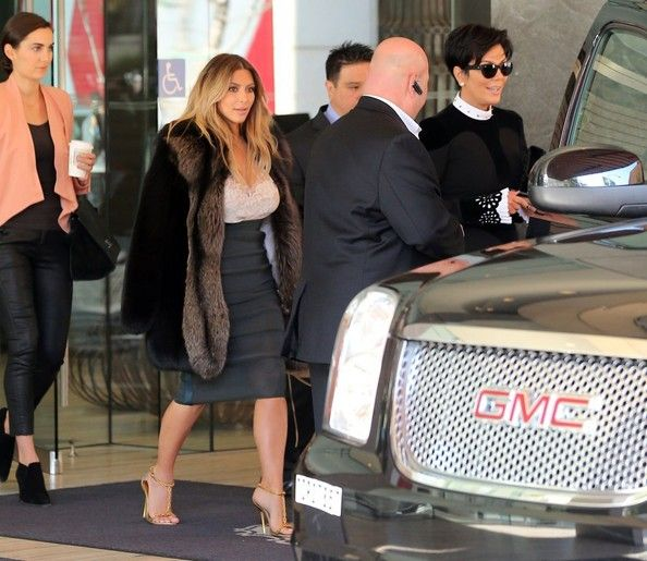Kim Kardashian - Kim Kardashian and Her Mom Leave Their SF Hotel