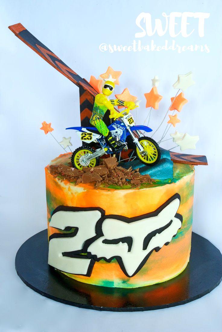 Motor crossing birthday cake
