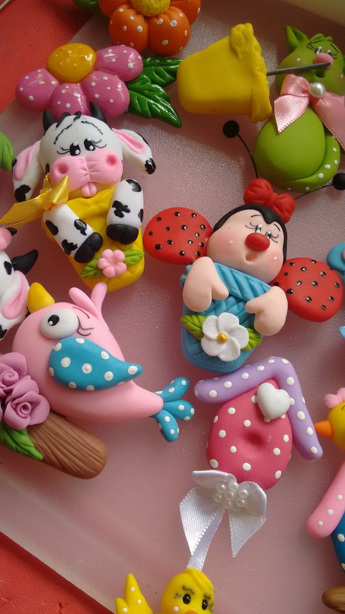Escolha o seu vários imãs de geladeira confeccionados em biscuit
