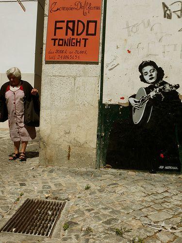 Arte callejero en Alfama, Lisboa | Portugal Turismo