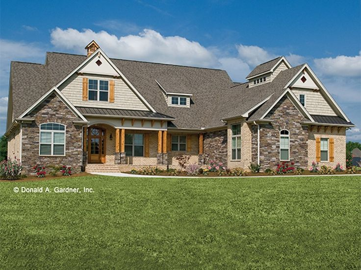 Craftsman House Plan with 2613 Square Feet and 4 Bedrooms from Dream Home Source | House Plan Code DHSW075786