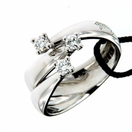 Splendido anello Trilogy con diamanti della collezione Eternity di Recarlo, realizzato in oro bianco con diamanti di taglio brillante rotondo