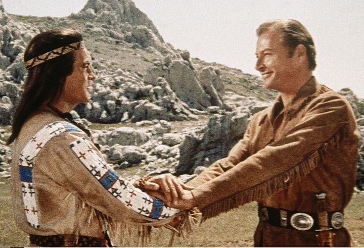 """Mit Lex Barker, der Old Shatterhand, den Blutsbruder in den Karl-May-Verfilmungen spielte und als """"Tarzan"""" berühmt geworden war, verband Pierre Brice auch privat eine enge Freundschaft."""