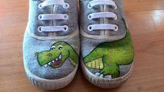 Tombö atelier: Un dinosaurio en los pies, zapatillas de tela