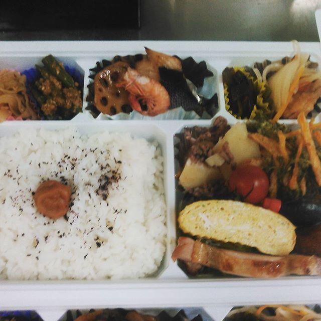 日々、勉強です😆🎵🎵 賄い弁当を! 1500円で‼‼ のご要望有り、 味濃いめに、 農作業中なので‼  と、 言われて、御作りしています 毎日、新しい発見して、勉強しています‼ 086-238-3991  ご要望有りましたら、 お電話くださいませs  #弁当#海一#寿司#旨し #予約#青江#1500#惣菜 #魚#肉#野菜#健康 #賄い#持ち帰り