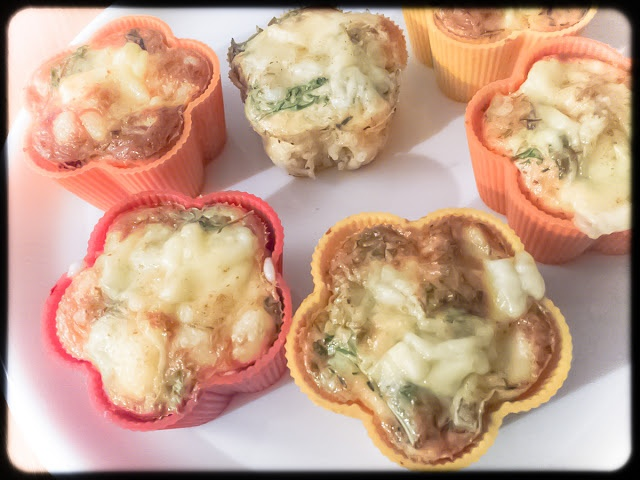 Muffins with millet, rucola, egg and cheese on top.    source: dziarskapara.pl