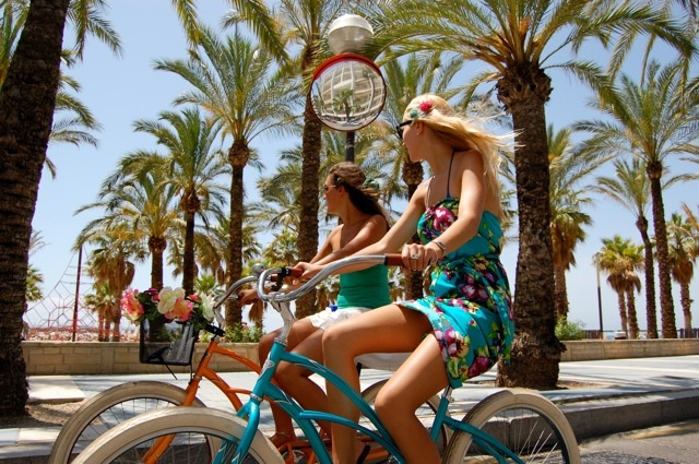 Best way to discover the city via 'Cruising Barcelona' | #Barcelona