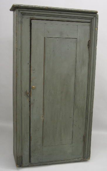 342: SMALL COUNTRY BLIND DOOR CUPBOARD. Pine with old gray paint