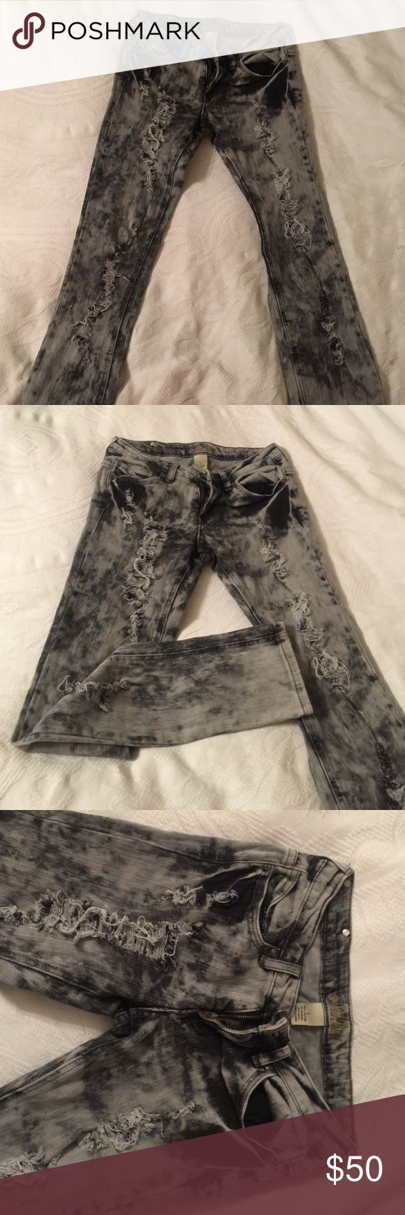 Grey ripped jeans Grey and black ripped jeans beautiful skinny jeans size 5 red rivet Jeans Skinny