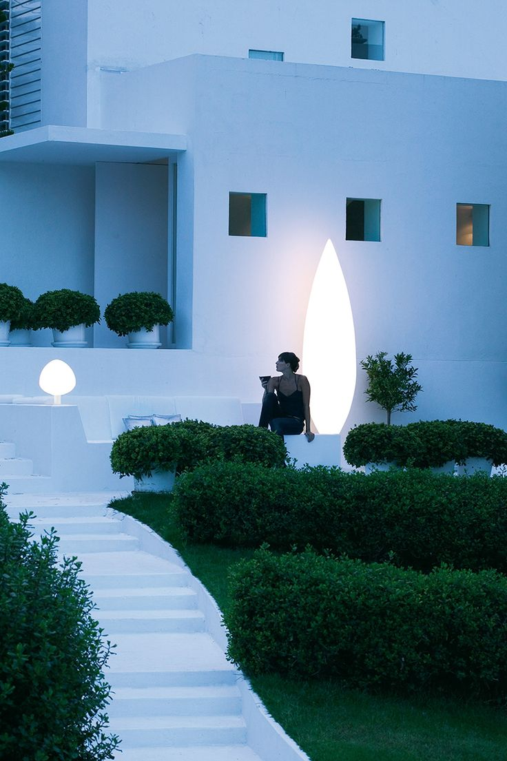 Tree outdoor light designed by Pete Sans. http://www.vibia.com/en/lamps/show/id/401010/outdoor_lamps_tree_4010_design_by_pete_sans.html?utm_source=pinterest&utm_medium=organic&utm_campaign=tree