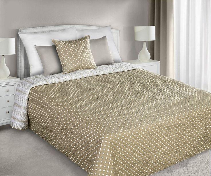 Beżowe pikowane narzuty dwustronne na łóżko w białe kropeczki