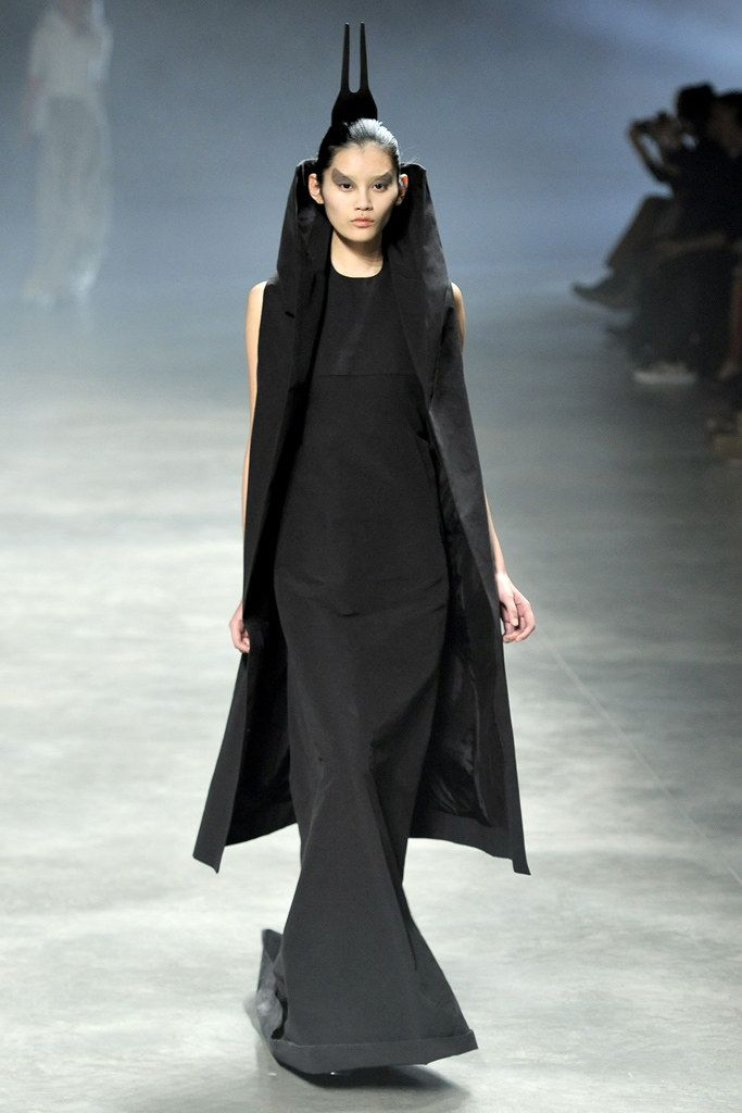 Rick Owens Spring 2011 Ready-to-Wear Collection Photos - Vogue