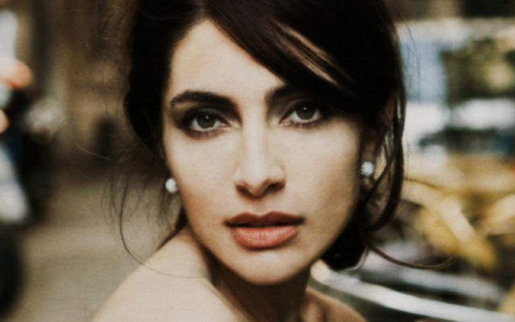 Famous Female Italian Singers | Italian Actress-Caterina Murino ~ Amore, Linguine and Me