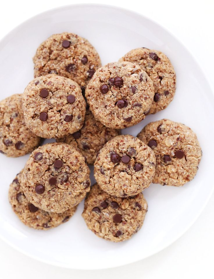 chocolate chip oatmeal cookies gf + v // clean food dirty city