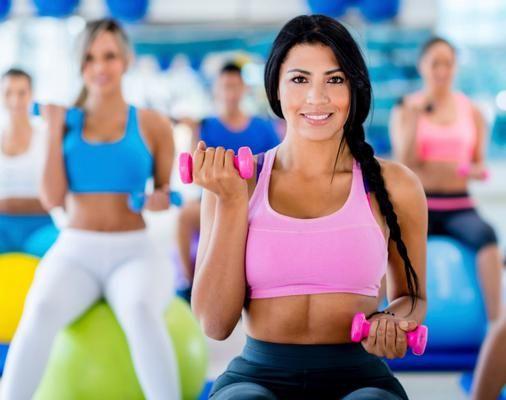 Η κυκλική προπόνηση με βαράκια ενδείκνυται τόσο σε αγύμναστες γυναίκες όσο και σε γυμνασμένες, με τις ανάλογες διαφοροποιήσεις. Αποτελεί ιδα...