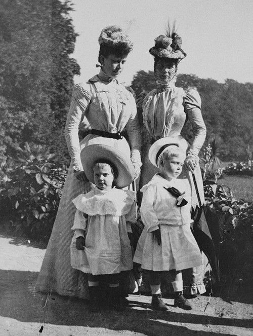Alexandra, Princess of Wales with her daughter-in-law Princess Victoria Mary, Duchess of York, Princess Margarete of Denmark and Prince Edward of York, Bernstorff, 1898.