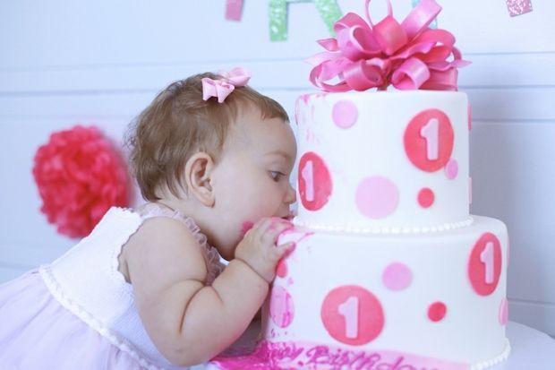 ersten Geburtstag feiern-lustige Torten und Motive