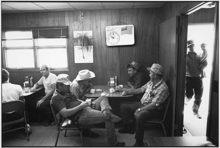 Coffee Shop, Auction Barn, Sleepy eye, Minnesota, 1985. Tirage gélatino-argentique moderne 40,6 x 50,8 cm N° 2/15 ©Tom Arndt/Courtesy Les Douches La Galerie