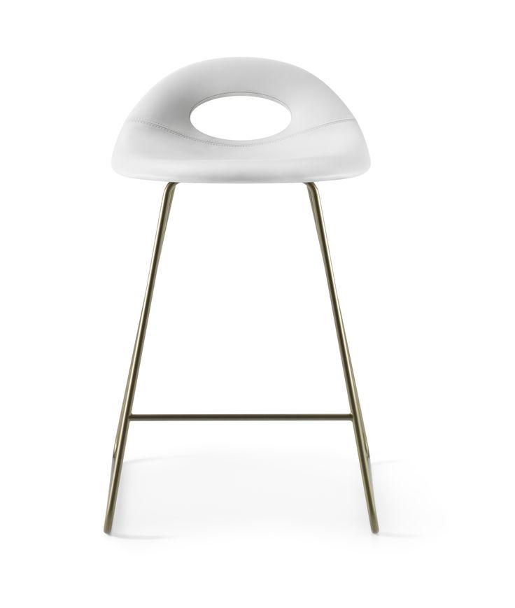 Full padded medium height SayO Bar Stool with metal legs.Find out more on www.sayo.dk.